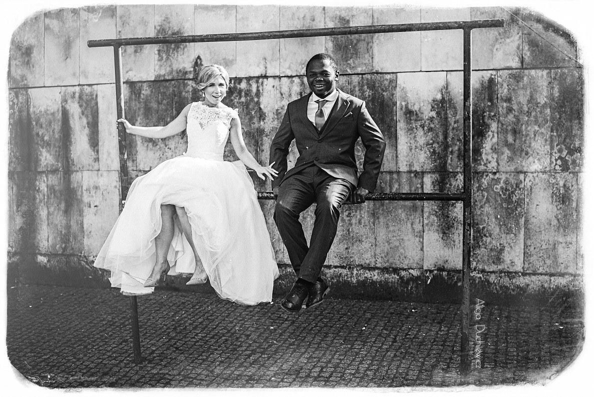 nietuzinkowe zdjęcia z sesji ślubnej