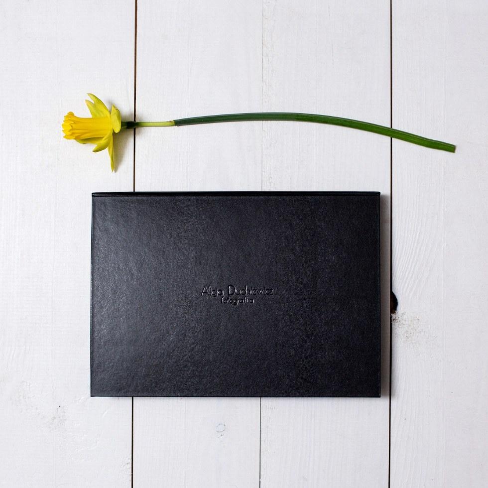 Eleganckie pudełko ze zdjęciami sygnowane moim nazwiskiem - Alicja Duchiewicz
