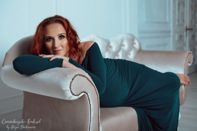 fotografia pięknej kobiety w ciąży